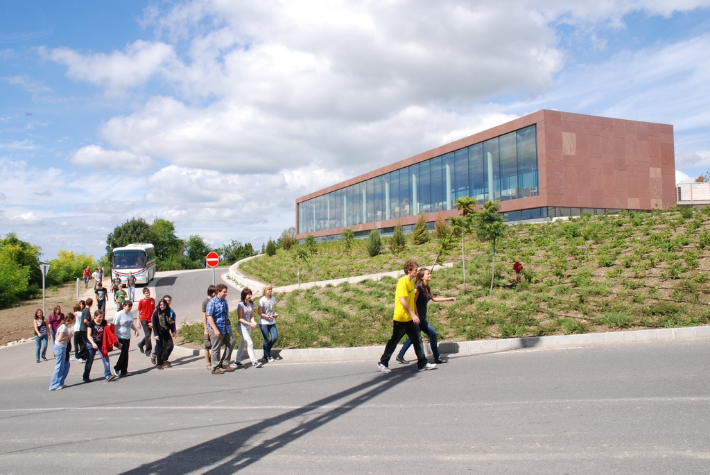 II. ütem: Látogató épület